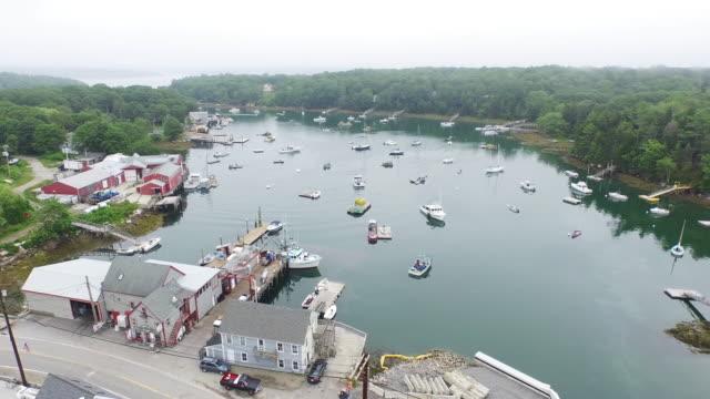 vídeos y material grabado en eventos de stock de bird's eye, small northeast coastal town - norte