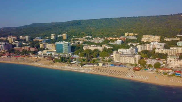 vídeos de stock e filmes b-roll de bird's eye view -flight towards the sea coast with hotels, varna/ bulgaria - ensolarado