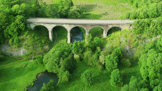 birds eye view of headstone viaduct over the river wye in monsal dale - national park stock videos & royalty-free footage