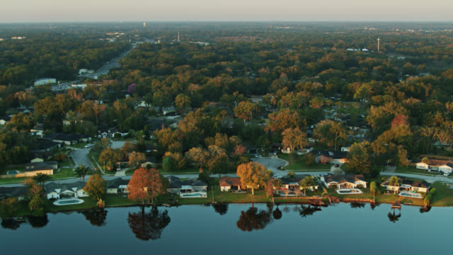 birds eye view of homes on the shore of rock lake in longwood, florida - lakeshore stock videos & royalty-free footage