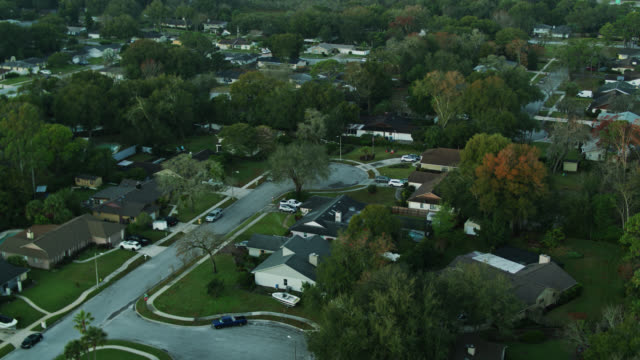 birds eye view of leafy florida suburb at sunrise - housing difficulties stock videos & royalty-free footage