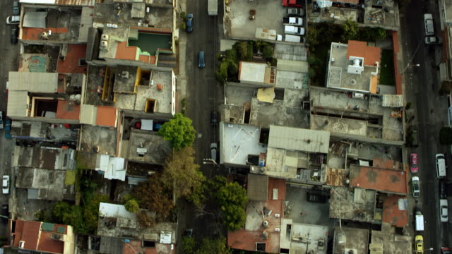 vidéos et rushes de birds eye view of mexico city rooftops - quartier résidentiel