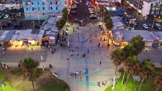 birds eye view of windward avenue, venice, ca - tilt up stock videos & royalty-free footage