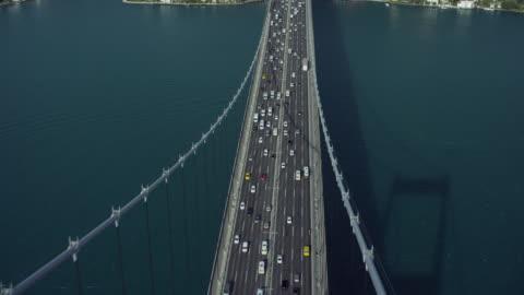 stockvideo's en b-roll-footage met birds eye view over bridge in istanbul - istanboel