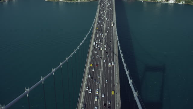 stockvideo's en b-roll-footage met birds eye view over bridge in istanbul - istanboel