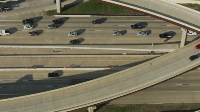 vídeos y material grabado en eventos de stock de birds eye view shot of the i-30 freeway - arlington