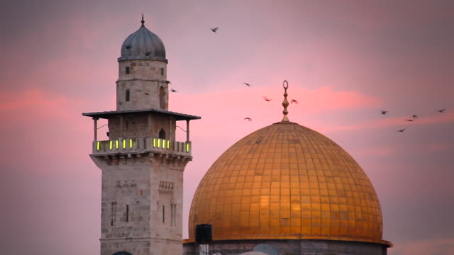 birds fly over the dome of the rock and the minaret of the al-aqsa mosque. - al aqsa mosque stock videos and b-roll footage