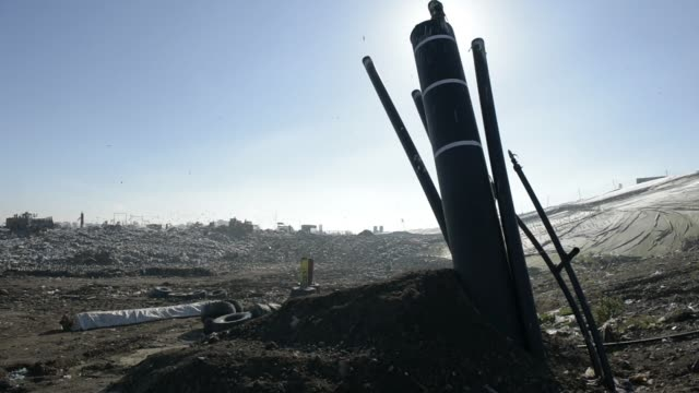 stockvideo's en b-roll-footage met birds fly while a bulldozer moves garbage in a landfill cell at the melbourne regional landfill site operated by cleanaway waste management ltd in... - afvalverwerking