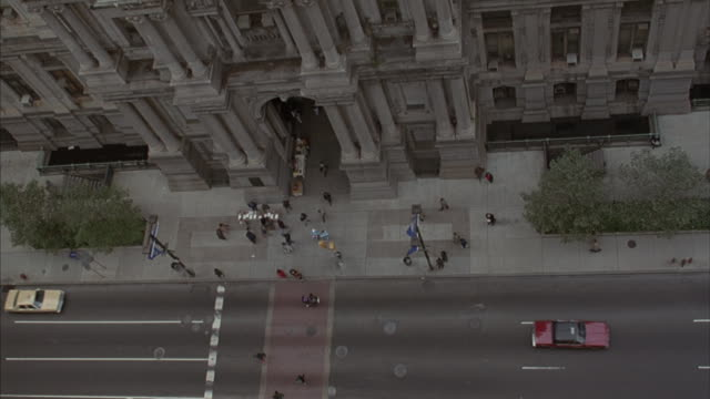 Birds-eye of the traffic on the street in front of Philadelphia's City Hall.