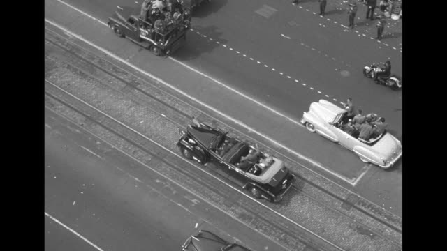 birdseye shot motorcade of gen douglas macarthur rides on dc street / audience rises to give standing ovation to macarthur as he speaks before a... - joint session of congress stock videos and b-roll footage