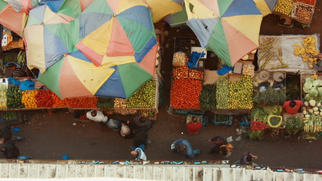 vidéos et rushes de bird's-eye view of a market in ramallah, palestine, west bank, middle east - narrow shot - étroit