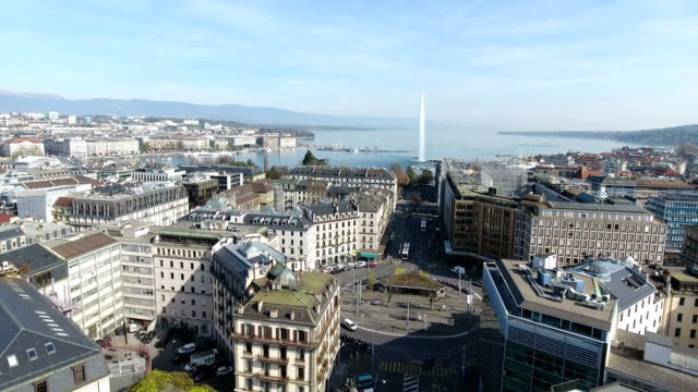 vídeos de stock e filmes b-roll de bird's-eye view of geneva city and lake geneva in switzerland - switzerland