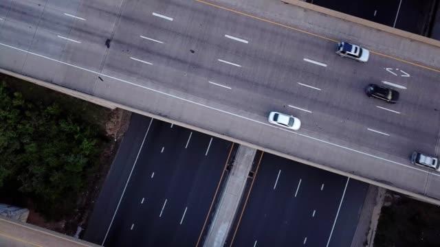 birdseye view point of a four way freeway - バージニア州点の映像素材/bロール