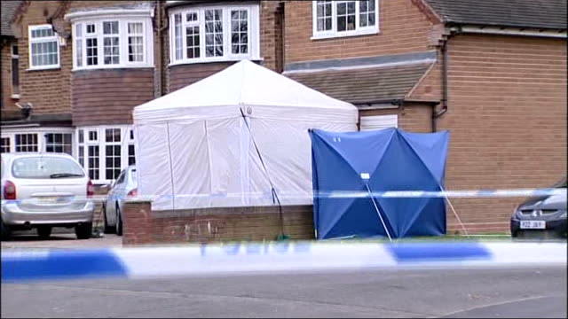 police officer's parents murdered england west midlands birmingham family home of avtar singh and carole kolar with police forensic tent in front... - 殺人被害者点の映像素材/bロール