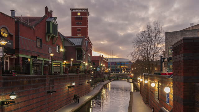 birmingham old canal and restaurants at dusk in birmingham city centre - 4k time-lapse (zoom out) - west midlands stock videos & royalty-free footage