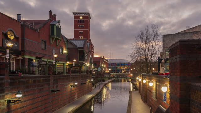 birmingham old canal and restaurants at dusk in birmingham city centre - 4k time-lapse - west midlands stock videos & royalty-free footage