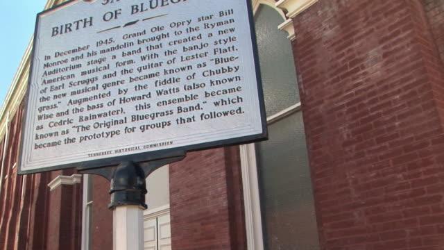 ms, tu, la, birth of bluegrass sign at ryman auditorium, nashville, tennessee, usa - bluegrass musik stock-videos und b-roll-filmmaterial