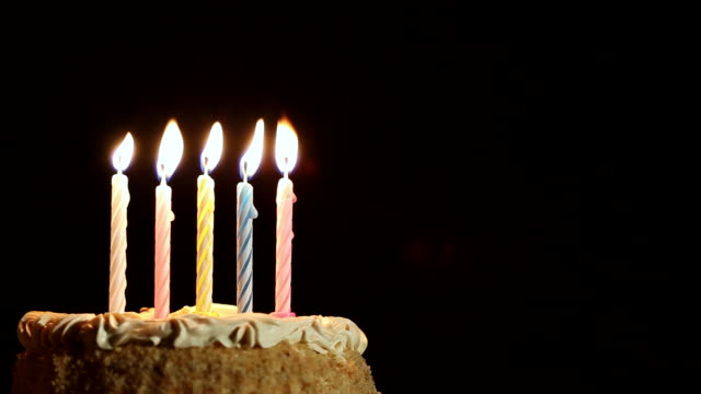 torta di compleanno - compleanno video stock e b–roll