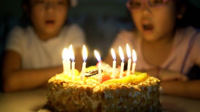 vídeos de stock e filmes b-roll de birthday cake - 8 9 anos