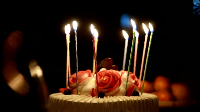 vidéos et rushes de gâteau d'anniversaire - gâteau d'anniversaire