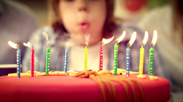 stockvideo's en b-roll-footage met slo mo birthday candles on the cake being blown out - 30 39 jaar