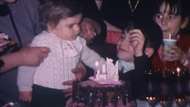 vidéos et rushes de a birthday celebration - gâteau d'anniversaire