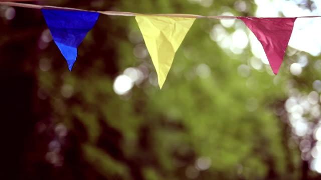 stockvideo's en b-roll-footage met verjaardag tuin vlaggen - verjaardag