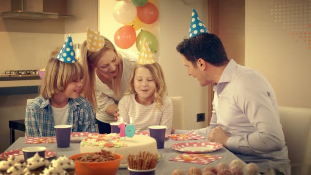 Geburtstag Mädchen Grimassen Wunsch