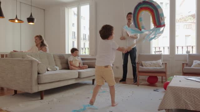 birthday party during coronavirus lockdown - papier stock videos & royalty-free footage