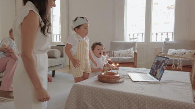 vídeos de stock e filmes b-roll de birthday party during coronavirus lockdown - candlelight