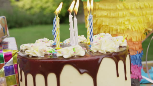 birthday party - papier stock videos & royalty-free footage