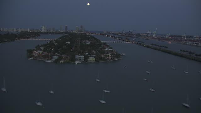 WS Biscayne Bay anchored boats islands vehicles w/ headlights on driving up down MacArthur Causeway Miami Beach BG