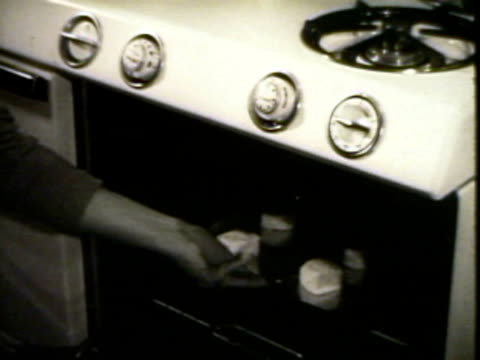 vídeos de stock e filmes b-roll de biscuits in the oven - 1950