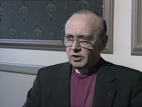 stockvideo's en b-roll-footage met bishop of london named new archbishop of york:; d)naf england: london: westminster: church house: ext cms dr david hope towards track back r-l as... - new not politics
