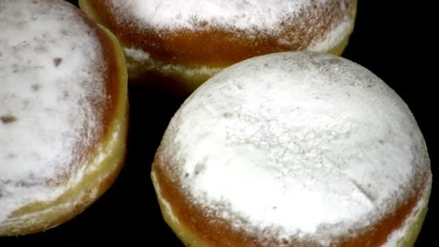 hd: bismarck donuts - kuchen stock-videos und b-roll-filmmaterial