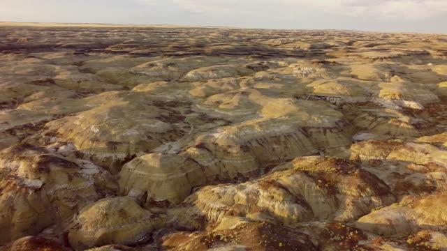 ws aerial bisti badlands - bisti badlands stock videos & royalty-free footage