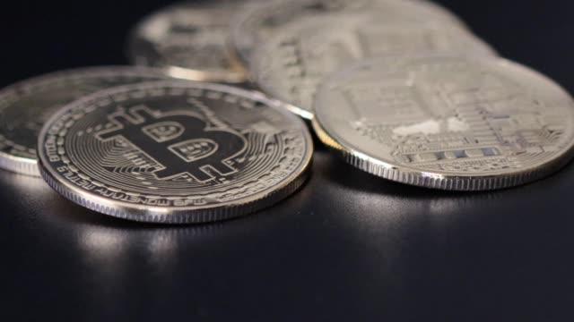 vídeos y material grabado en eventos de stock de bitcoin cryptocurrency motion shot - cadena de bloques