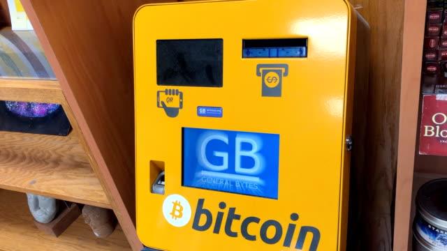 vídeos de stock, filmes e b-roll de bitcoin kiosk has an error message - blockchain