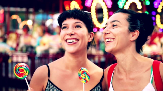 stockvideo's en b-roll-footage met bite a lollipop at amusement park in coney island - attractiepark