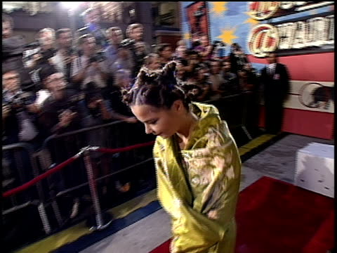 bjork arriving on the red carpet of the 1994 mtv video music awards wearing a kimono - 1994 stock-videos und b-roll-filmmaterial