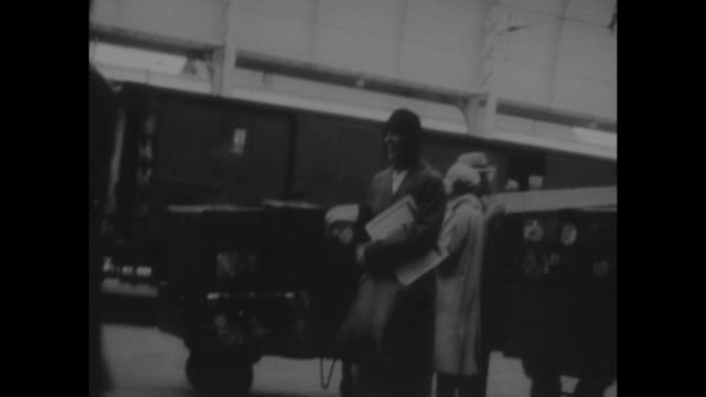 black and white home movie archive footage of a boy and a girl at a french train station in the 1930s. - 社会史点の映像素材/bロール