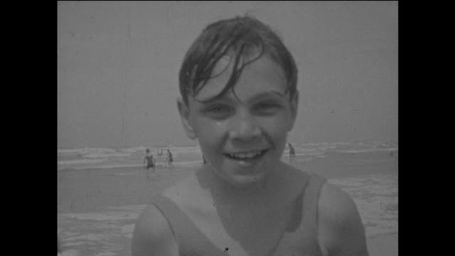 black and white home movie archive footage of french beachgoers at le touquet during the 1930s. - 社会史点の映像素材/bロール