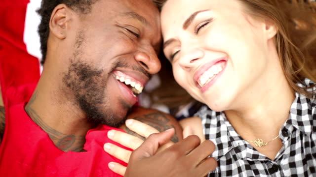 Schwarze und weiße Liebe