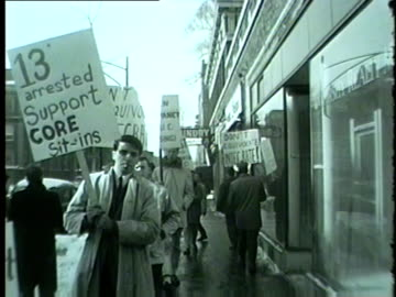 black and white members of core protest in front of university realty management in 1962. - 1962 個影片檔及 b 捲影像