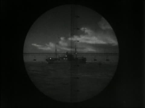 1941 black and white periscope point of view wide shot ship in crosshairs - fadenkreuz stock-videos und b-roll-filmmaterial