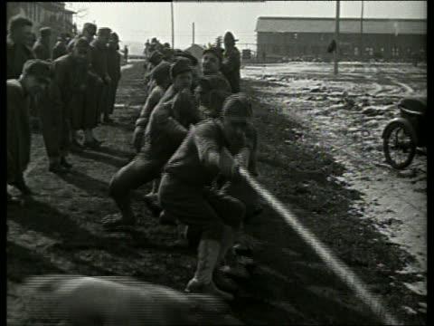 vidéos et rushes de black and white soldiers having tug-of-war / no audio - corde