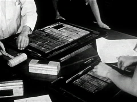 stockvideo's en b-roll-footage met 1947 black and white typesetters laying out type - drukker