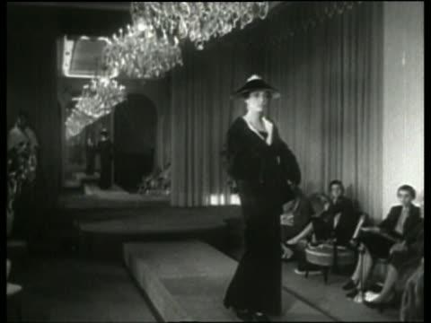 vídeos y material grabado en eventos de stock de black and white woman modeling coat and hat in runway fashion show / italy / no audio - arts culture and entertainment