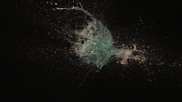 cu slo mo black balloon filled with blue liquid, foam exploding at 1000fps / united kingdom - svart bakgrund bildbanksvideor och videomaterial från bakom kulisserna