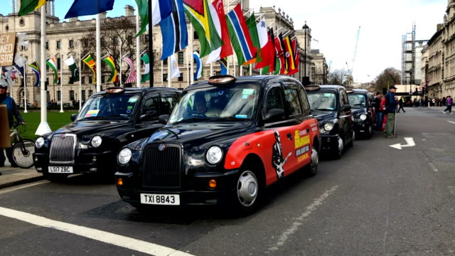 black cab demo outside the houses of parliament in westminster on march 11, 2019 in london, england. mp's are due to get a second meaningful vote on... - hackney video stock e b–roll